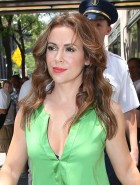 Alyssa Milano cleavage