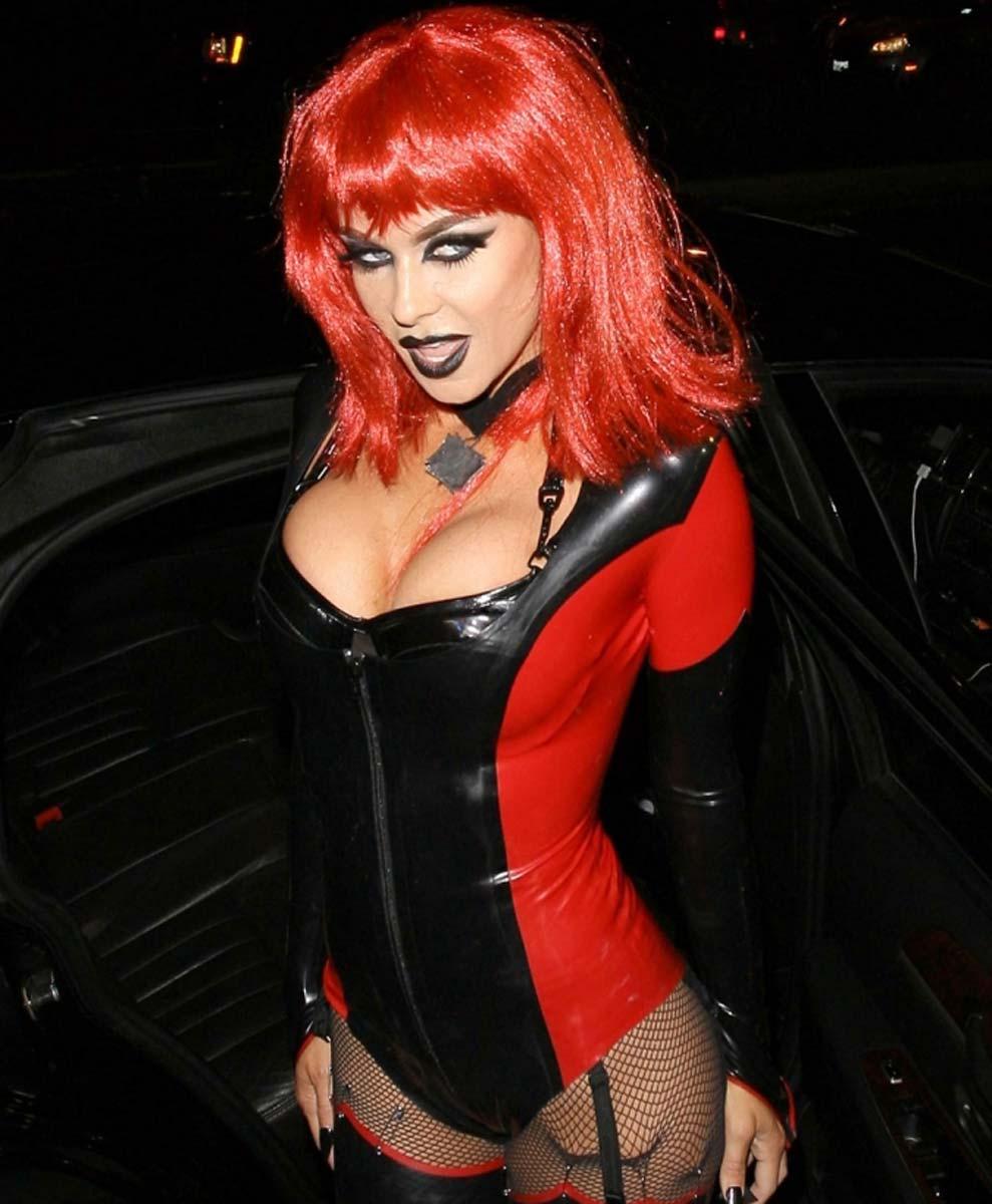 carmen electra halloween costume