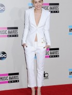 Miley Cyrus sideboob at AMA's