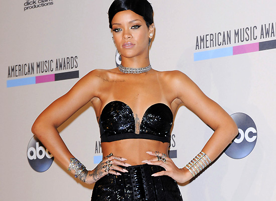 Rihanna hot at AMA's