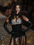 Sui He Victoria's Secret Fashion Show 2013