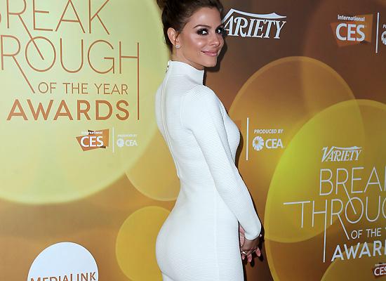 Maria Menounos booty profile