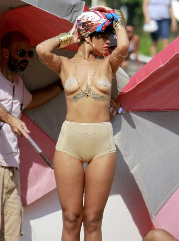 Rihanna Nude Naked Topless