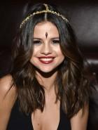 Selena Gomez cleavage