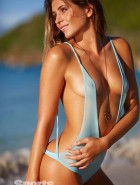 anastasia-ashley-2014-sports-illustrated-swimsuit-issue