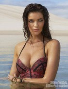 natasha-barnard-2014-sports-illustrated-swimsuit-issue
