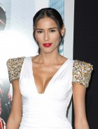 rebecca-da-costa-cleavage-at-the-robocop-premiere-9
