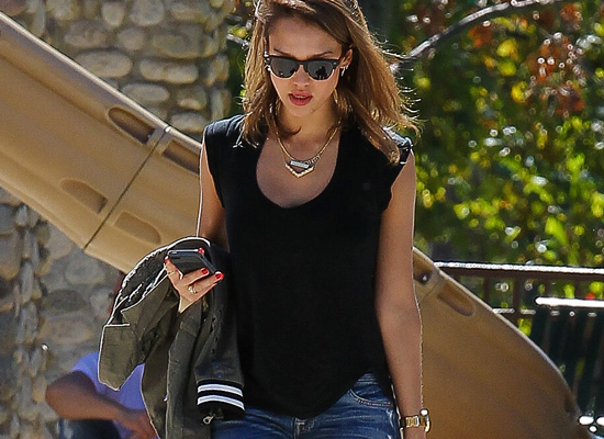 Jessica Alba hot in jeans