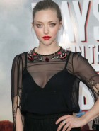 Amanda Seyfried cleavage